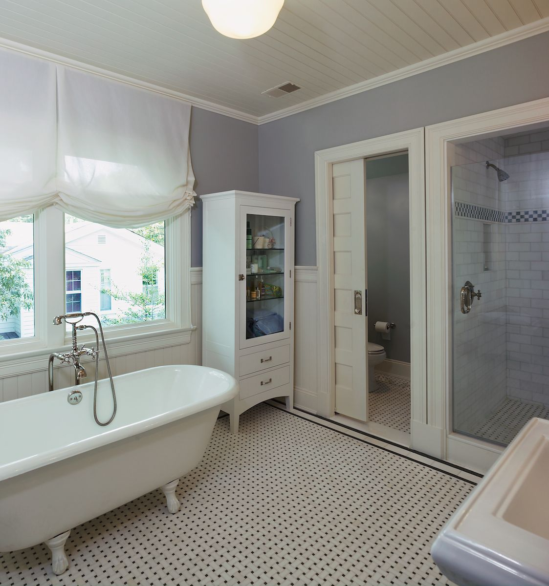 Traditional 4-Square Bathoom